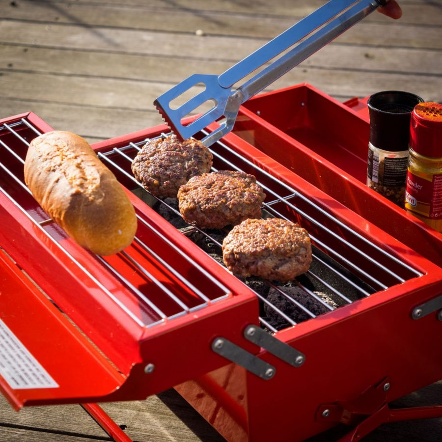 Tom s selec 188 geek em all techartgeek - Barbecue caisse a outil ...